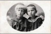 002 Moja Mama z bratem (Wujek Zbyszek). Prawdopodobnie około 1930 r.